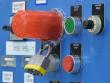 2: Sicherheitsabdeckung für Drucktasten